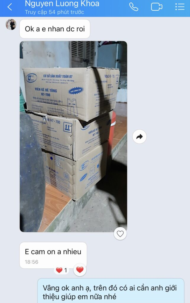 Khach hang mua con ke be tong 643x1024 - [Tổng Kho] Con Kê Bê Tông Hà Nội | Giá Rẻ - Giao Hàng Nhanh